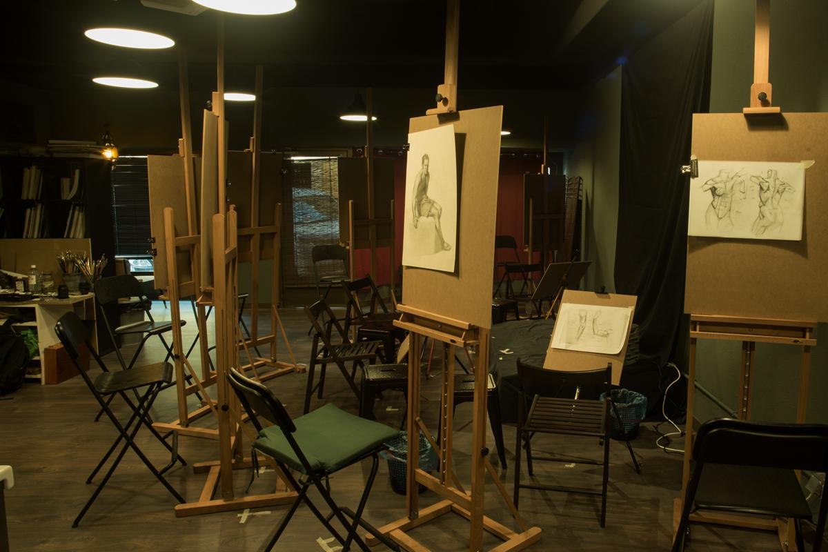 Salón con caballetes. Estudio Nigredo - Academia de Pintura y Dibujo